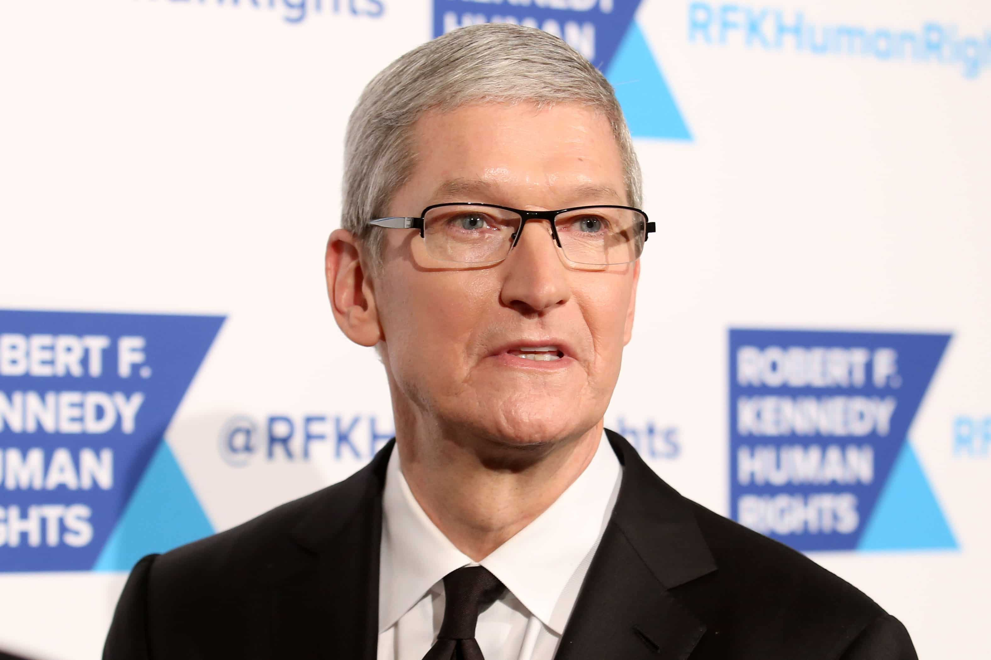 tim cook leadership Apple ceo tim cook robert galbraith/reuters on august 24th, 2011, tim cook took the job as ceo of apple, leaving many wondering if he could fill the massive void left by his friend and mentor, steve jobs.