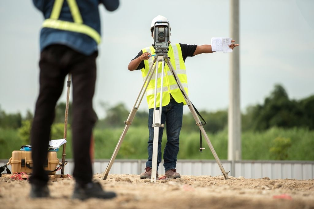 construction surveyor uses theodolite